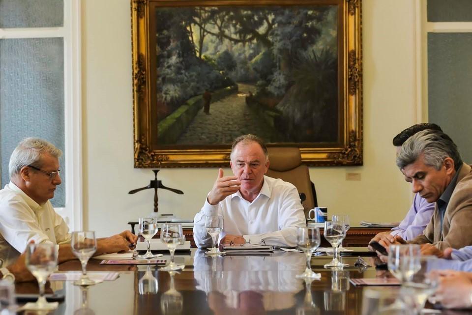 Governador participa de reunião com trabalhadores da Agricultura